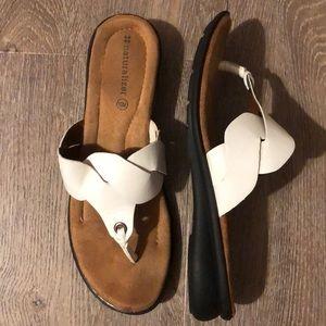 NATURALIZER flip flops